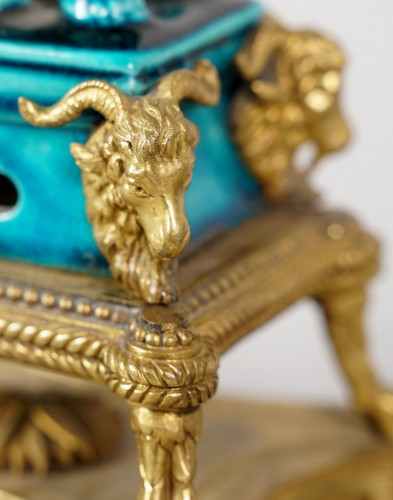 Pair of porcelain dogs with L. XIV style gilded bronzes, half XIX century - Porcelain & Faience Style