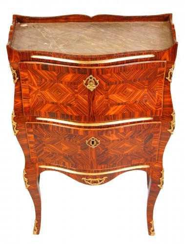 Small italian chest of drawers, half XVIII century