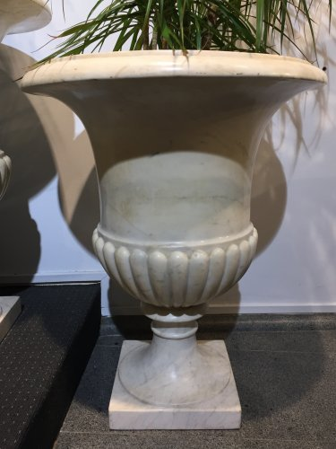 "Decorative Objects  - Pair of large ""Medicis"" vases in Carrara marble."