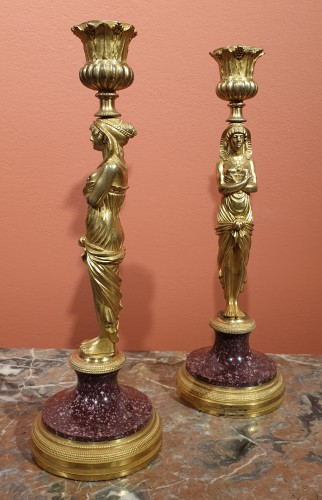 Lighting  - Pair of candlesticks in gilt bronze and porphyry