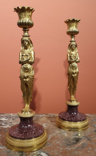 Antiquités - Pair of candlesticks in gilt bronze and porphyry