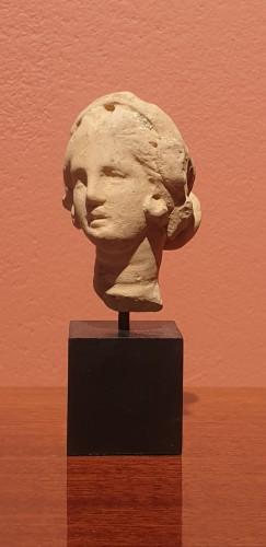 Antiquités - Hellenistic terra-cotta head of a woman