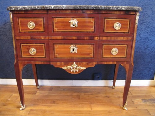 A transition louis xv - louis xvi commode