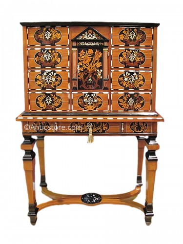 cabinet xviie si cle antiquit s et objets d 39 art d 39 poque anticstore. Black Bedroom Furniture Sets. Home Design Ideas
