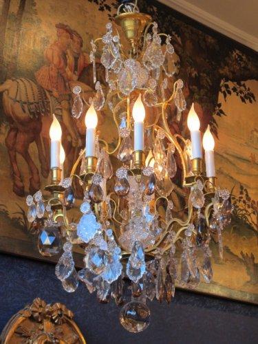 An important nine lights chandelier