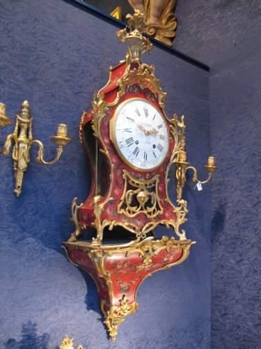 A transition period bracket clock