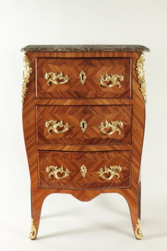 A Louis XV (1724 - 1774) period small commode stamped Ellaume - Furniture Style Louis XV