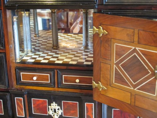 17th century - A marquetry cabinet, 17th century