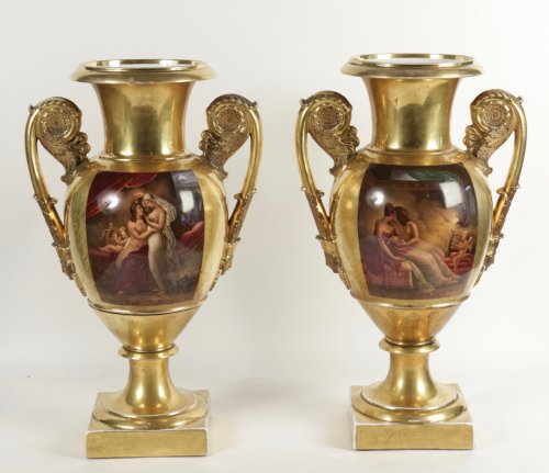 A pair of early 19th century Paris Porcelain gold-ground vases - Decorative Objects Style