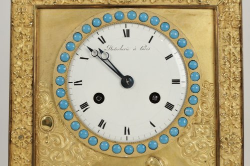 A Restauration period (1815 - 1830) clock with a bust of the king Henri IV -