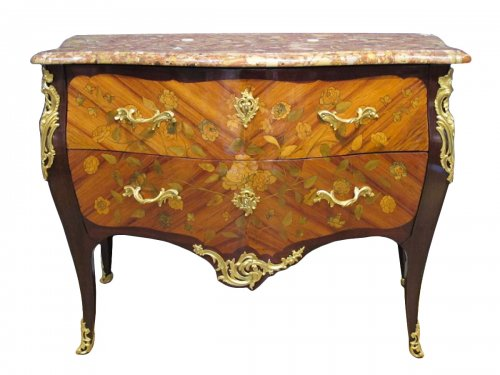 A Louis XV period (1724 - 1774) commode.