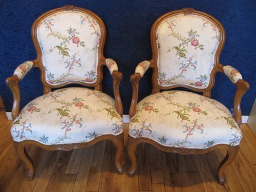 Louis XV - A Pair of Louis XV period (1724 - 1774) armchairs