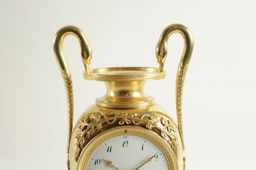 A 1st Empire clock in the shape of a vase - Clocks Style Empire