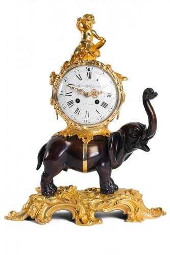 """Bronze Mantel lock """"à l'éléphant"""""""