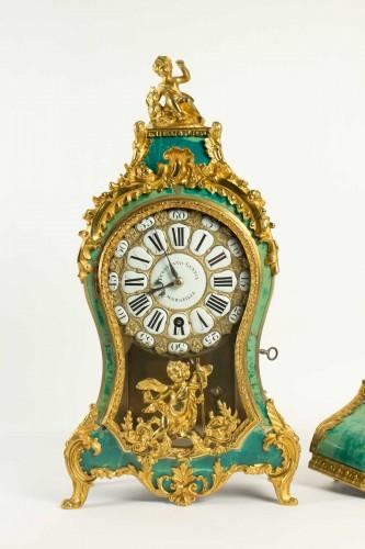 Louis XV - A Louis XV green horn bracket clock