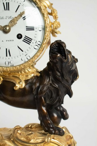 """19th century - A bronze clock """"au lion"""""""