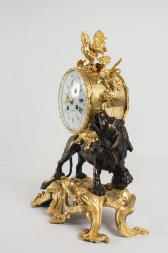 """- A bronze clock """"au lion"""""""