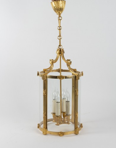 A Pair of bronze lanterns - Lighting Style
