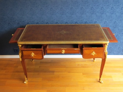 A Louis XV style desk.  - Furniture Style
