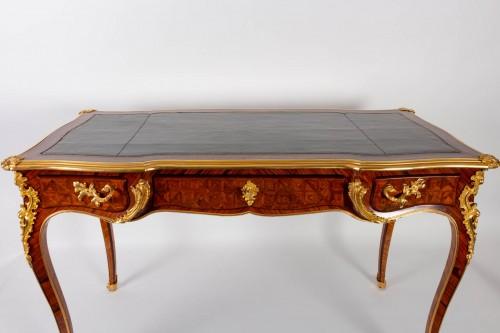 19th century - A Desk in Louis XV style.