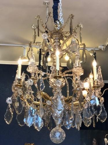 An important chandelier in Louis XV style.
