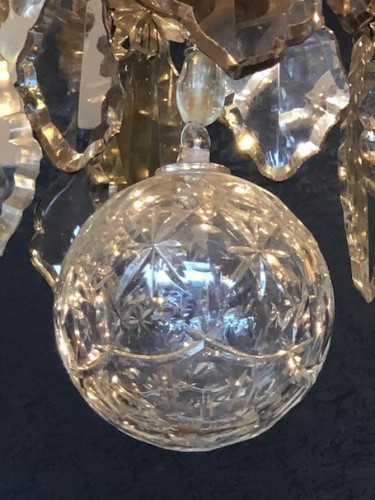 Lighting  - An important chandelier in Louis XV style.