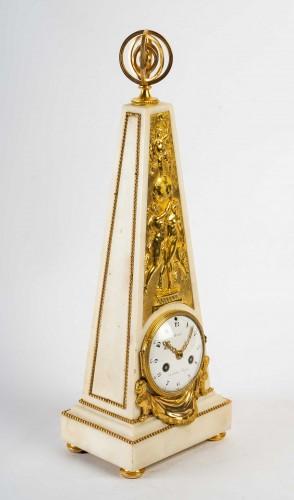 An Louis XVI Obelisk Clock - Horology Style Louis XVI