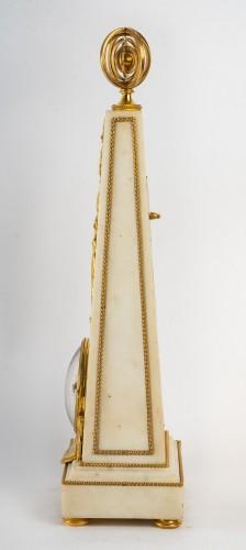 Antiquités - An Louis XVI Obelisk Clock