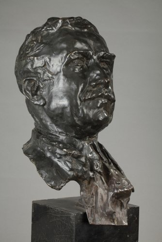 Bronze bust signed ALFRED PINA dated 1930 -