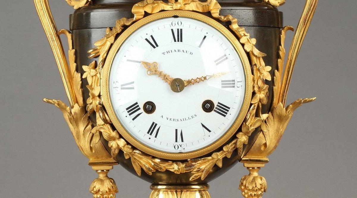 Pendule Vase Louis Xvi Thiabaud Horloger Du Garde Meuble