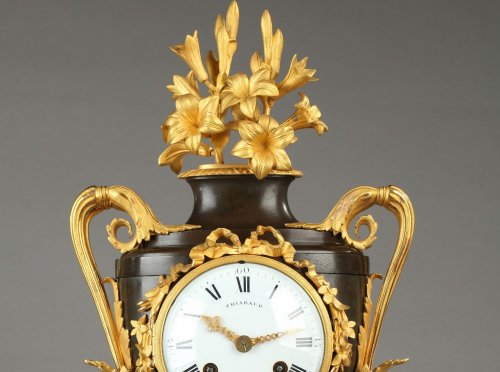 Clocks  - Fine Louis XVI Vase-Shaped Mantle Clock