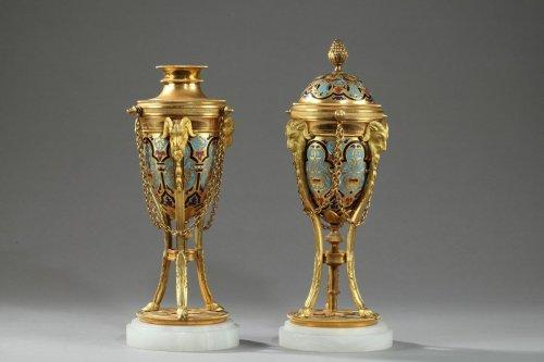 Antiquités - Pair of cloisonné bronze cassolettes