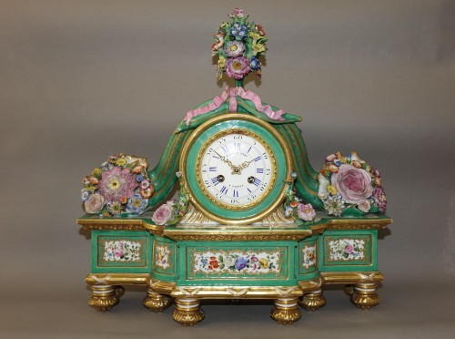 Romantic clock in painted and gilded porcelain signed Raingo in Paris - Horology Style