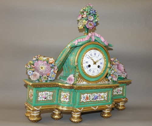 Horology  - Romantic clock in painted and gilded porcelain signed Raingo in Paris