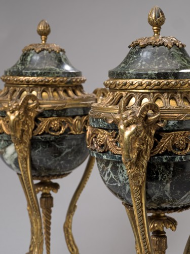 19th century - Pair of French Napoleon III serpentine marble and gilt bronze cassolettes