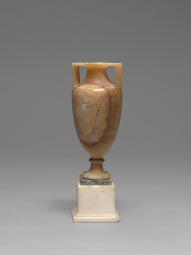 Alabaster vase after the antique, Italy, 19th Century - Decorative Objects Style