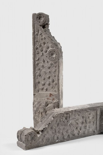 Pair of Pietra Serena Italian architectural brackets, Tuscany, 1600 circa -