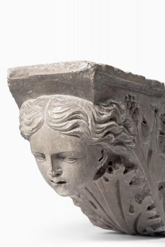 <= 16th century - Pair of Pietra Serena Italian architectural brackets, Tuscany, 1600 circa
