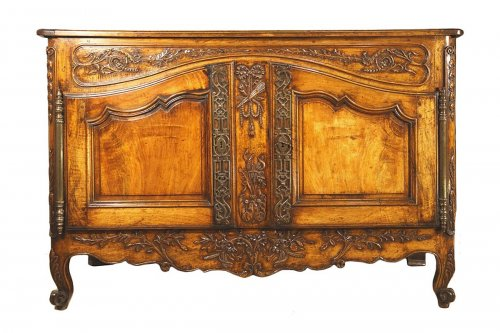 18th c marriage buffet  (sideboard) in blond walnut wood. from arles (provence)