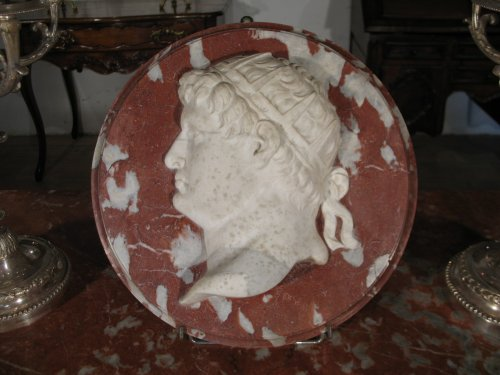 17thc roman emperor's head. sculpture in marbles.