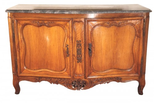 18thC Important hunter buffet (dresser) in blond walnut wood, from Provence