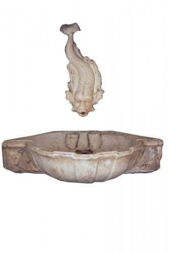 18th C indoor fountain in Carrara marble from Provence