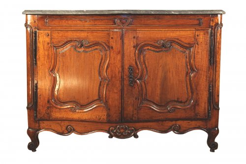 18th C Louis XV Hunter buffet (dresser) in blond walnut wood