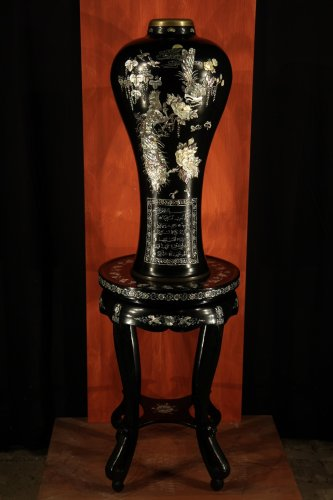 Important baluster vase.Pedestal. Copper, lacqued wood, mother-of-pearl.