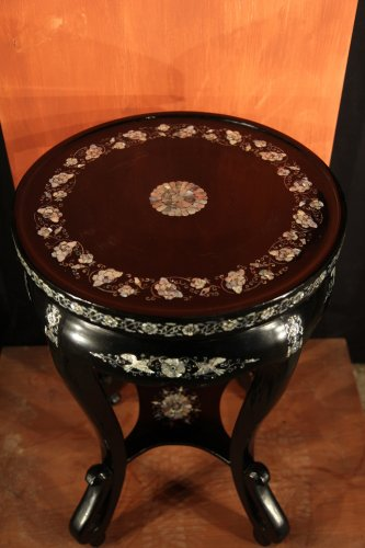 Important baluster vase.Pedestal. Copper, lacqued wood, mother-of-pearl. -