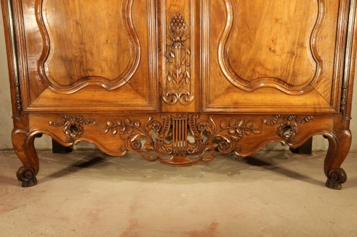"18th century - End of 18th C marriage ""armoire"" (wardrobe). In walnut wood. From Nîmes."