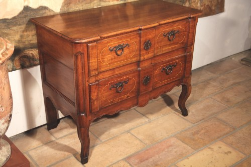 Early 18th century French Provencal commode from Aix en Provence - Furniture Style