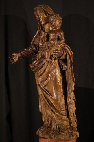 The Virgin and Child. Alder wood .Traces of polychrome. Late 17th-early 18t - Sculpture Style