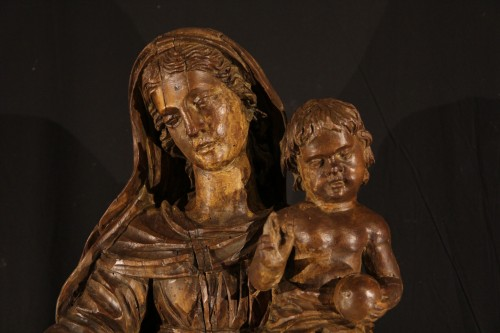 17th century - The Virgin and Child. Alder wood .Traces of polychrome. Late 17th-early 18t