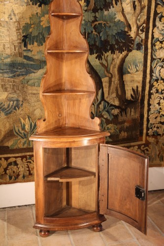 Furniture  - Early 19th C little Alsatian corner cupboard. In walnut wood.